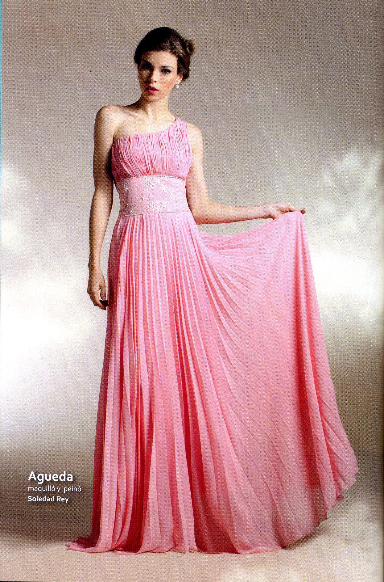 Vestido rosa, estilo romano plisado, con faja bordada. Producción ...