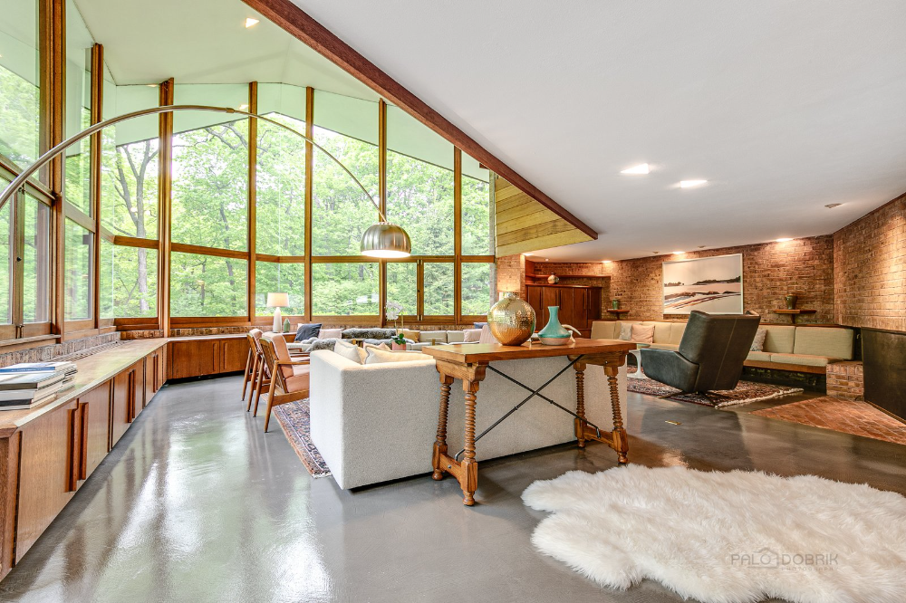 Photo 6 Of 23 In This Recently Listed Frank Lloyd Wright Home Is A In 2020 Frank Lloyd Wright Homes Built In Couch Frank Lloyd Wright Furniture