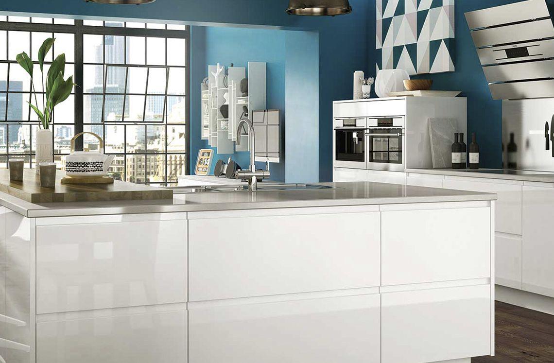 Holborn Gloss White White gloss kitchen, Benchmarx
