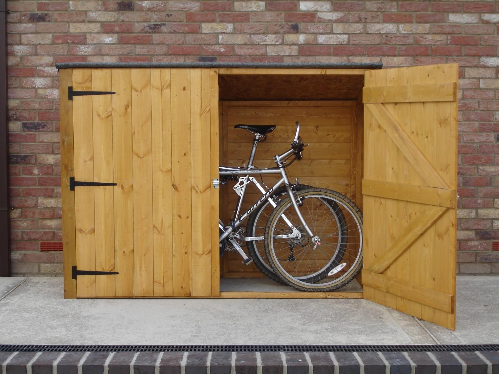 backyard bike shed on pinterest bicycle storage bike. Black Bedroom Furniture Sets. Home Design Ideas