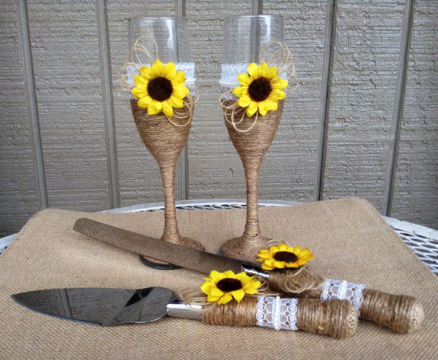 Burlap Flowers Daisies / Country Outdoor Nature by