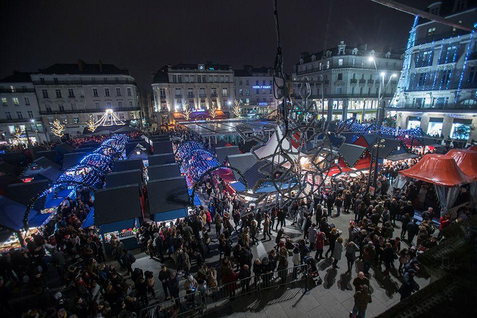 Rendez-vous incontournable de #Soleilsdhiver, le marché de Noël est ouvert places du Ralliement, du Pilori et Sainte-Croix et rue Lenepveu. (Photo: Thierry Bonnet/Ville d'#Angers)