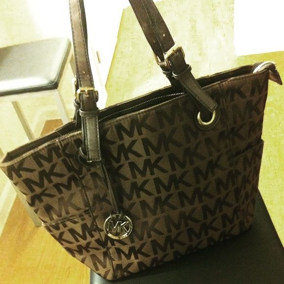 Michael Kors KO Large Logo Shoulder Tote Never Been Used, Perfect Condition -- I know some people don't want any KO's in their closet, but this one is made well. The only thing that could give it away as not authentic is the missing inside tag... But how many of you have friends who would be digging in your purse to find out, right? I got this but I don't wear brown enough so it's just stealing space in my closet. I hope one of you can put it to use, maybe for a pre-teen who doesn't need a…