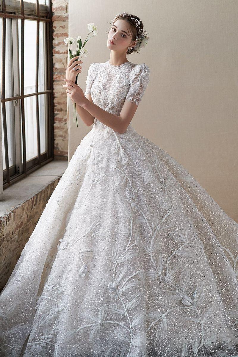 15 Ethereal Flower Inspired Wedding Dresses For Your White Garden Wedding In 2021 Wedding Dresses Bridal Dresses Beautiful Wedding Dresses [ 1200 x 800 Pixel ]