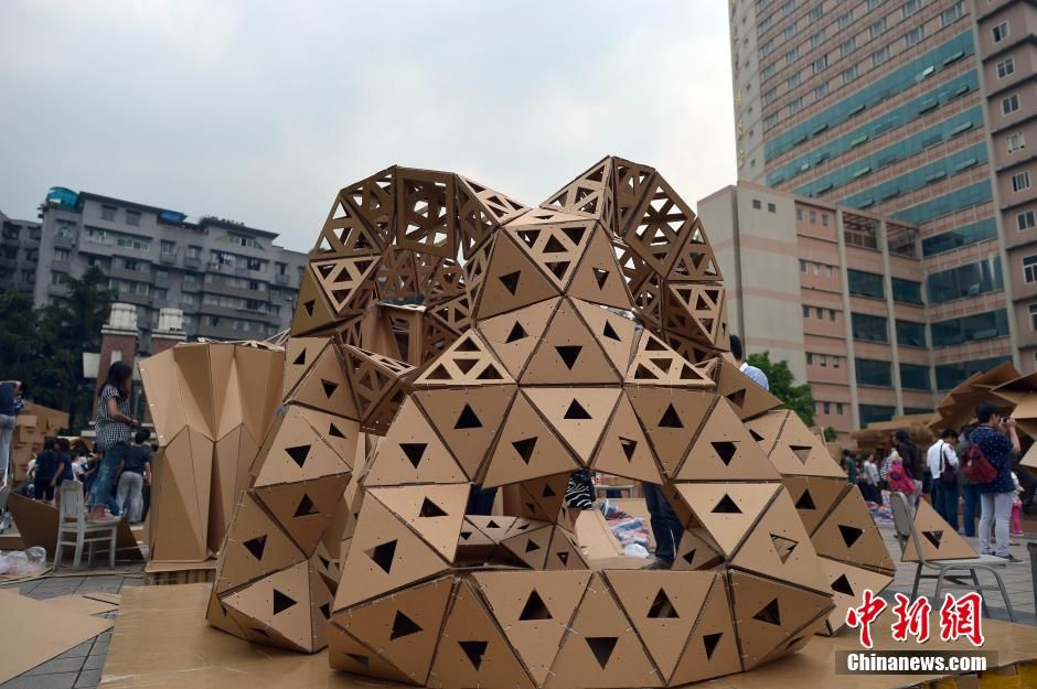 Cardboard houses built by students in Chongqing