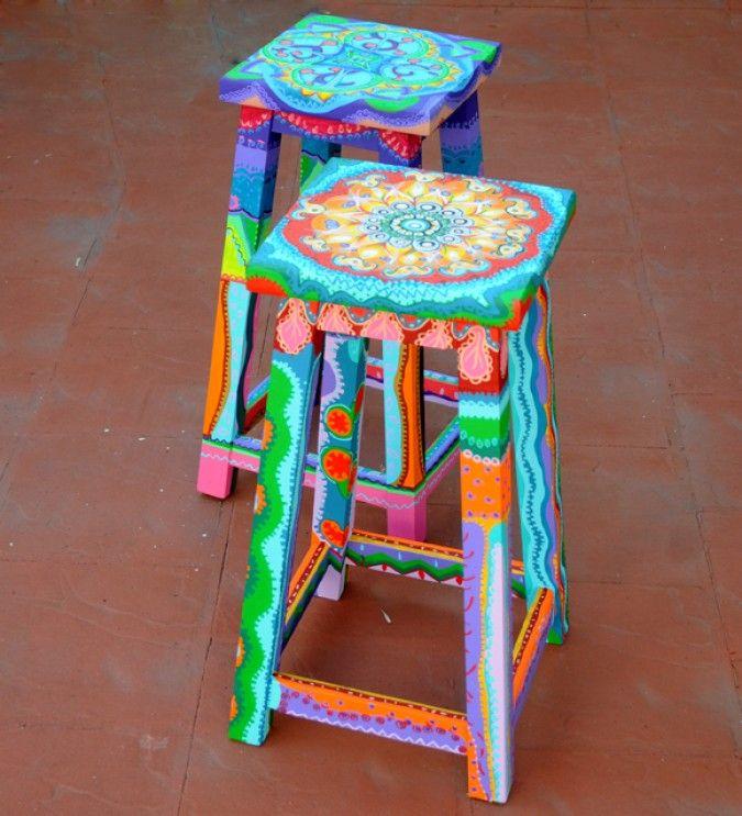 Banquetas de madera para barra y mesas standar pintadas y - Muebles decorados a mano ...