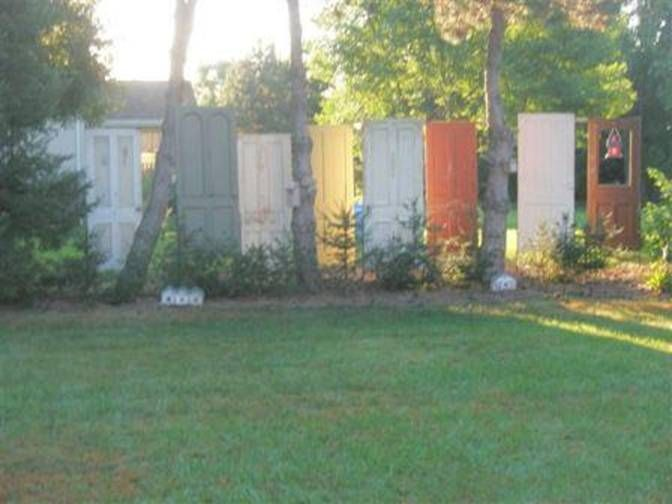 Reclaimed salvage doors privacy screen fence & Reclaimed salvage doors privacy screen fence | Redo-s Reuse ...