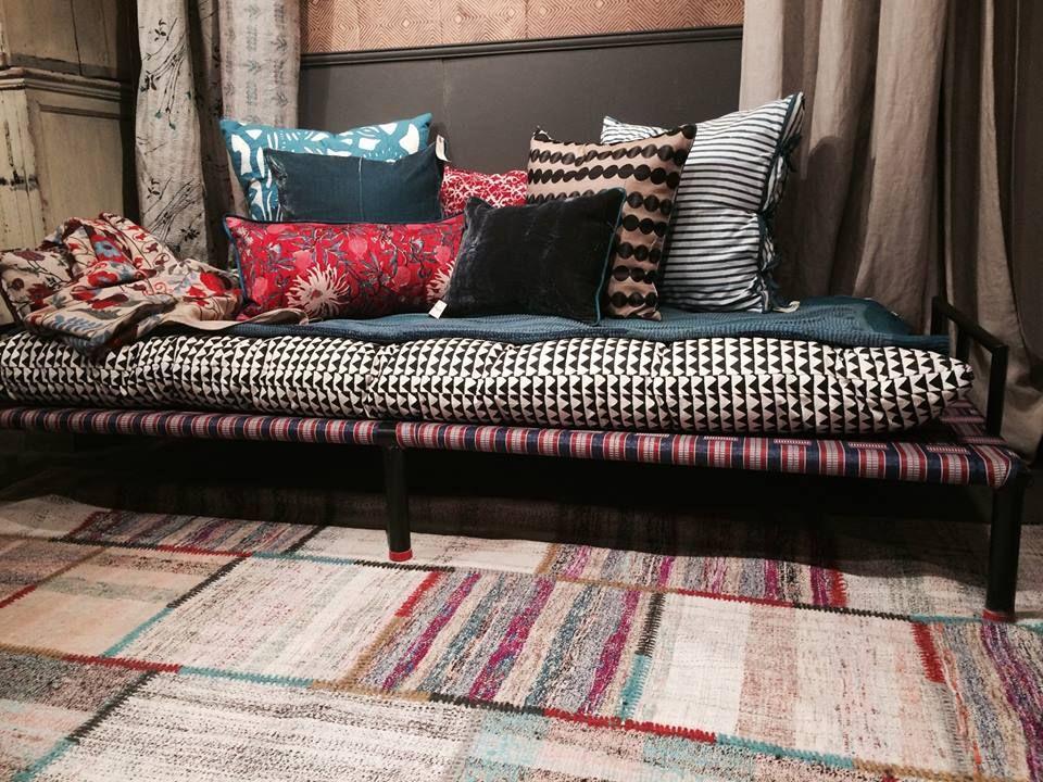 charpo et matelas imprim le monde sauvage canap banquette charpo pinterest monde. Black Bedroom Furniture Sets. Home Design Ideas