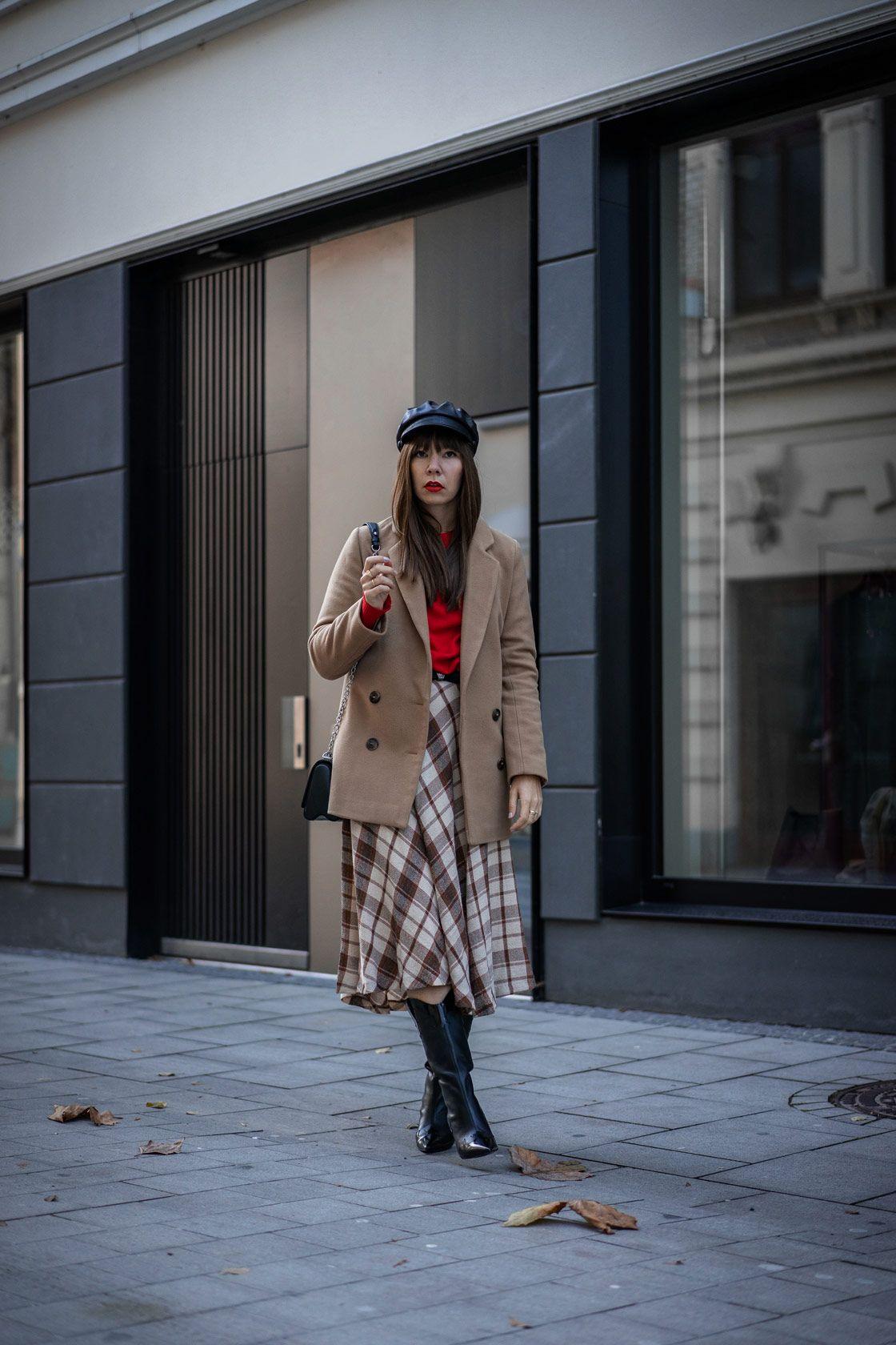 SLFMag - Thigh-High Boots + short/mini dress + Coat. Street