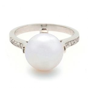 Pearl engagment ring