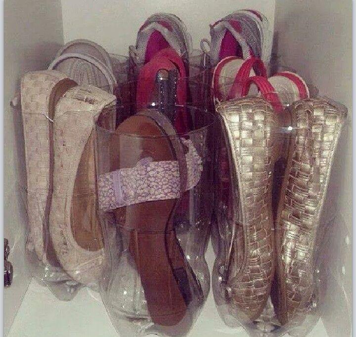 Organizando as sapatilhas e chinelos com garrafa pet