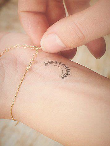 113 Tatouages Simples Et Elegants 2tout2rien Tatouages Simples Tatouage Minuscules Tatouages