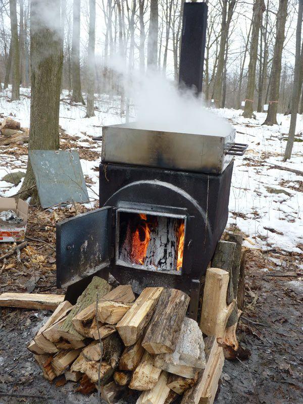 f18edb01d90 Boiling sap to make syrup