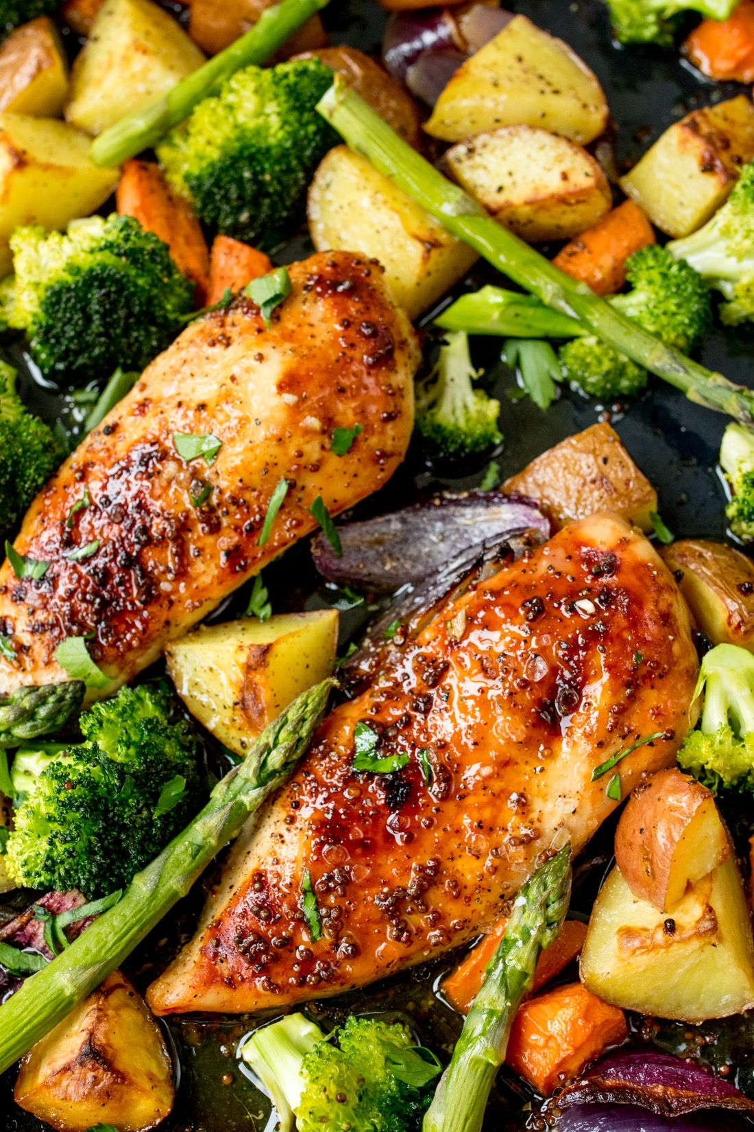 35 Minutes and One Sheet Pan Is All You Need for This Honey Mustard Chicken Recipe #onepandinnerschicken