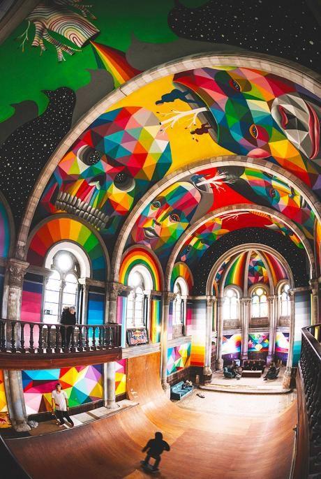 In der spanischen Stadt llanerawurde eine 100-Jährigealte Kirche in ein Skate-Park umgebaut. Ursprünglich wurde sie vom asturischen Architekt Manuel del Busto 1912 gebaut. Das sakrale Haus stand eine ganze Weile leer das und interessiert keinen mehr so wirklich interessiert. Zeit für einen Neuanstrich, dachte sich der Street Art KünstlerOkuda San Miguel!Ob del Bust das neue Dekor wohl auch so toll fände wie ich?