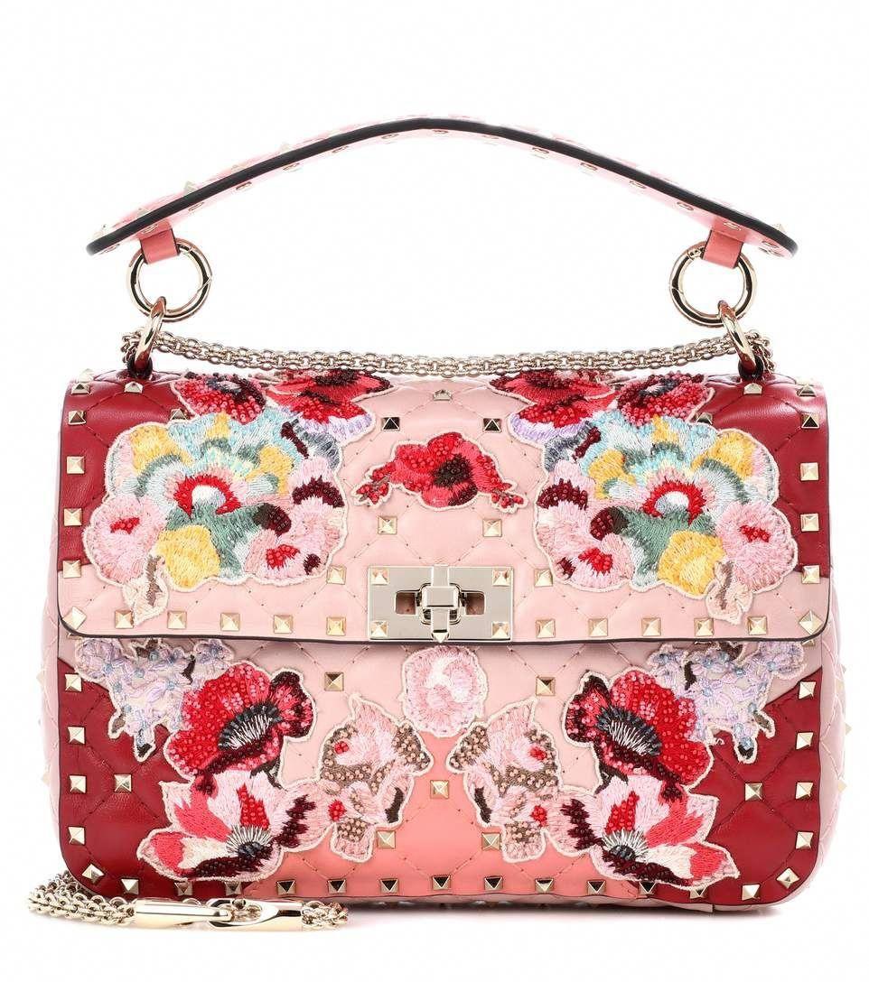 b2458d35e3 VALENTINO Valentino Garavani Schultertasche Rockstud Spike.It Medium aus  Leder. #valentino #bags #sticker #accessories #