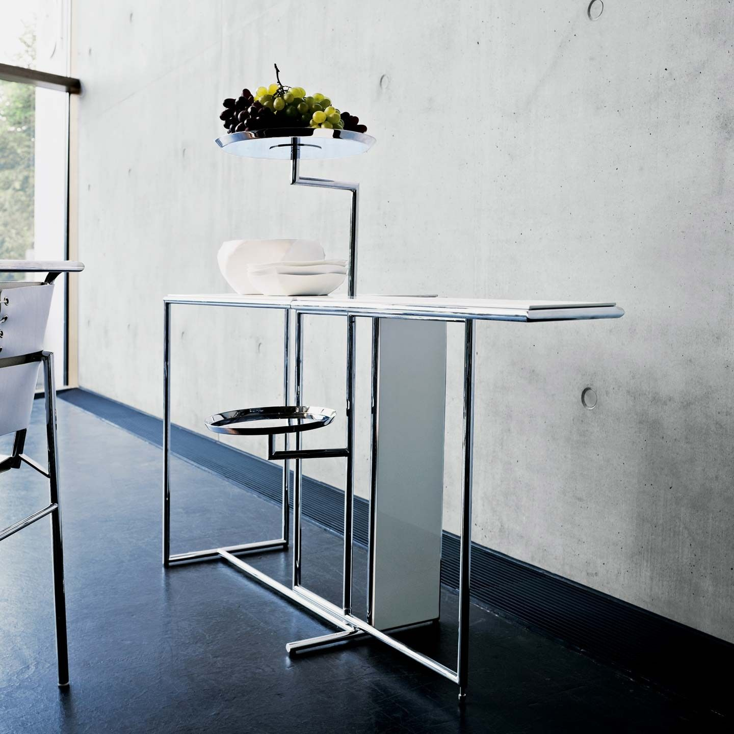 Rivoli Served As The Tea Table In The Living Room Of Eileen Gray S Summer House E 1027 The Graceful Lightweight That No Doub Unique Furniture Eileen Gray Furniture Table