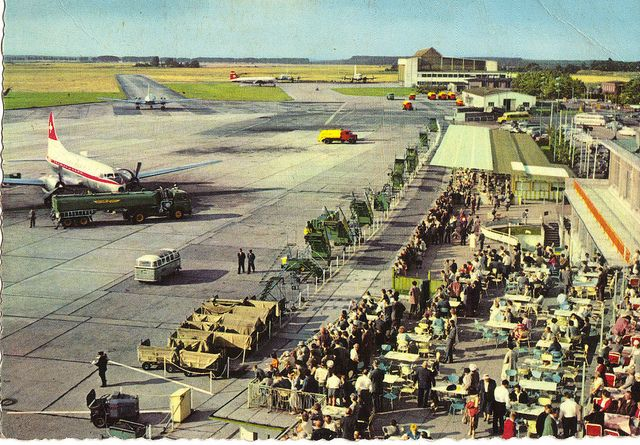 Duesseldorf Airport in the early 1950s... love the dining