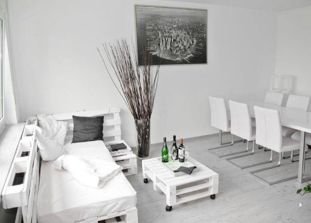 Wohnung Weiß Minimalistisch Europaletten Möbel Wohnbereich, Möbel