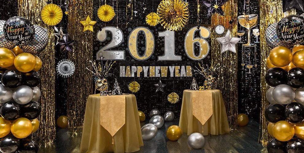 Black, Gold & Silver New Year's Eve Decorations New