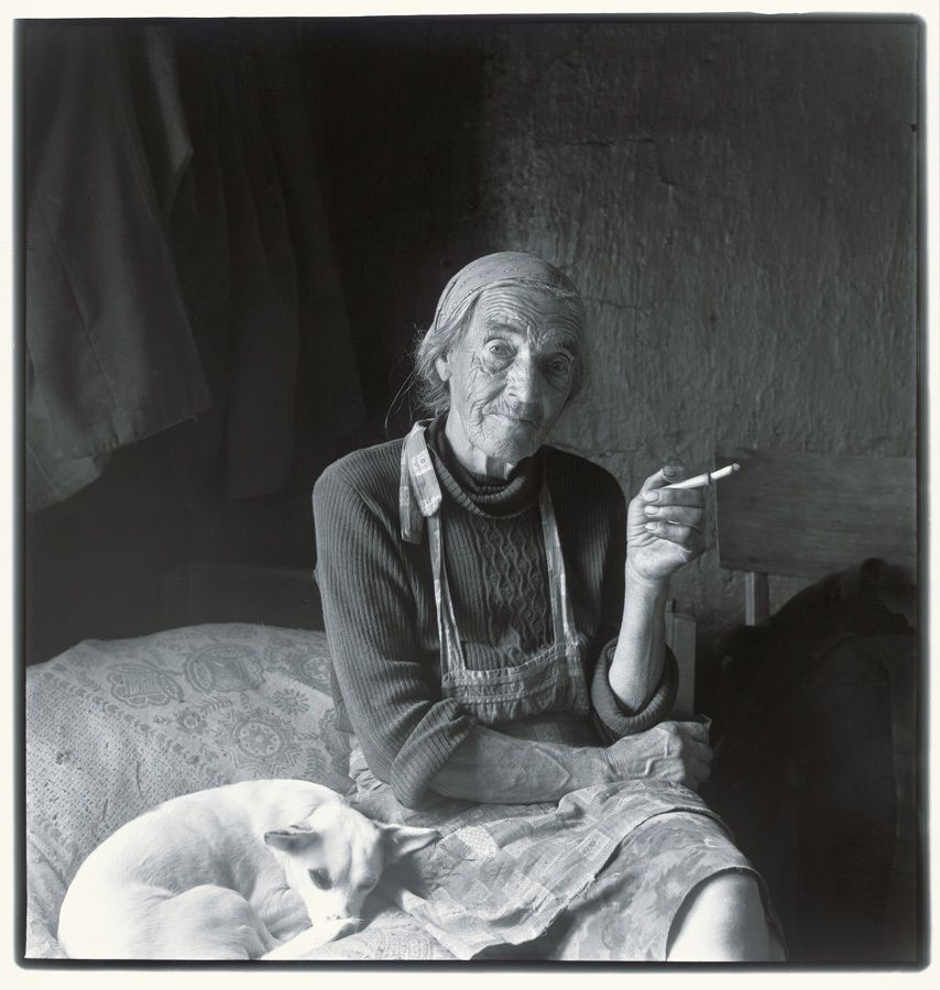 Inta Ruka (Alte Frau mit Zigaret)