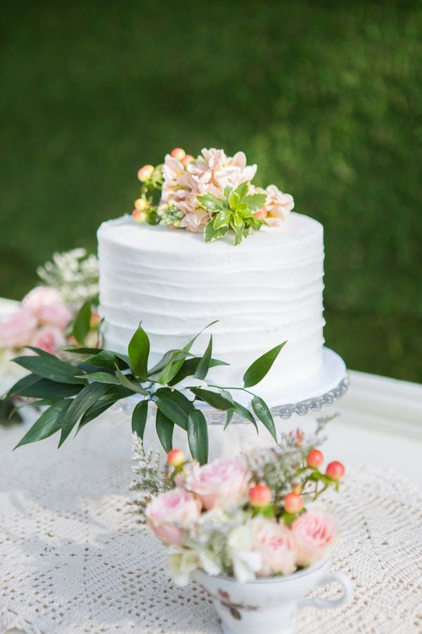 Petite Floral Cake | Shelly Taylor Photography | Southern Peach Wedding