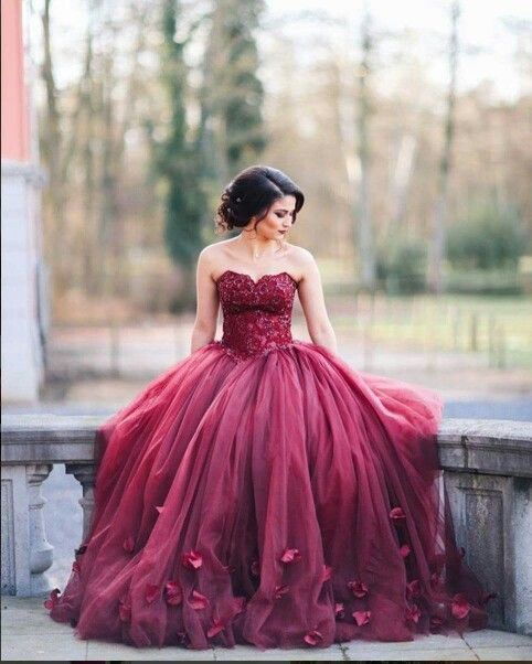 Dress color       . Gorgeous Sweetheart Floor-Length Burgundy Organza  Wedding Dress with Lace Handmade Flowers Prom Ballgown Dresses fc5f6e7b096c