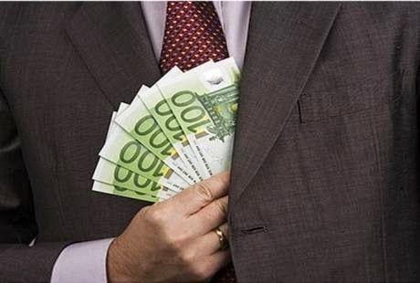 Χείρα βοηθείας από την αμερικάνικη IRS για την πάταξη της φοροδιαφυγής