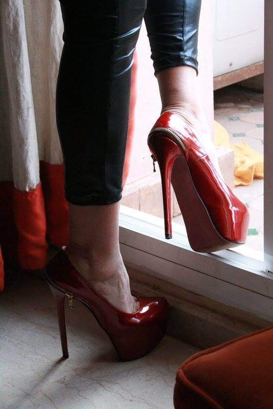 high platform Sexy heels feet in