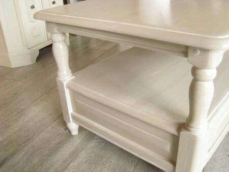 Couleur champignon de Liberon avec un soupçon de blanc Meubles - moderniser un meuble en bois