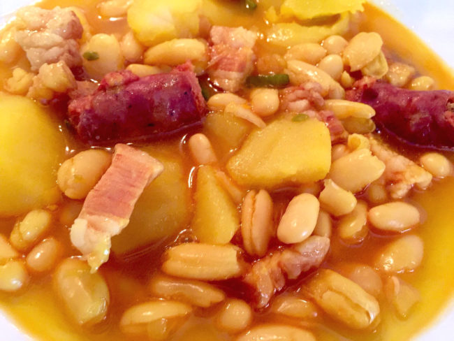 Potaje De Alubias Y Patatas Con Chorizo Anna Recetas Fáciles Receta Potaje De Alubias Alubias Con Chorizo Alubias