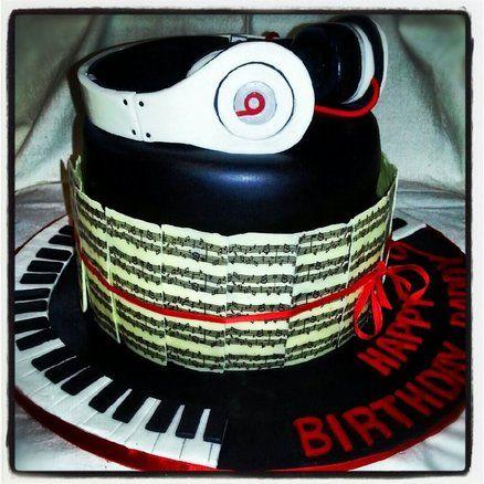 Beats By Dre Headphones!  Cake by Katrina