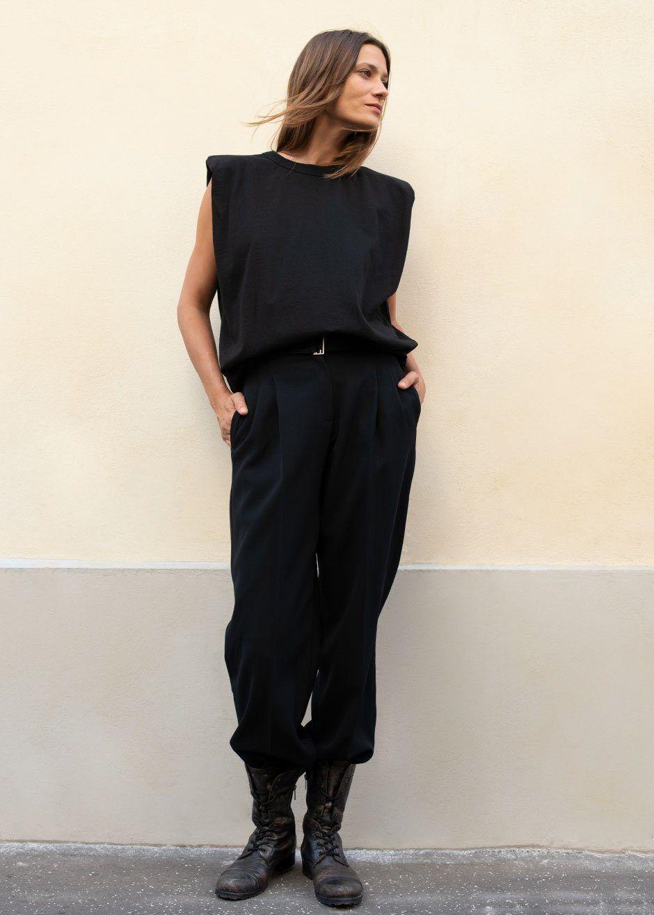Eva padded shoulder muscle tshirt in black in 2020