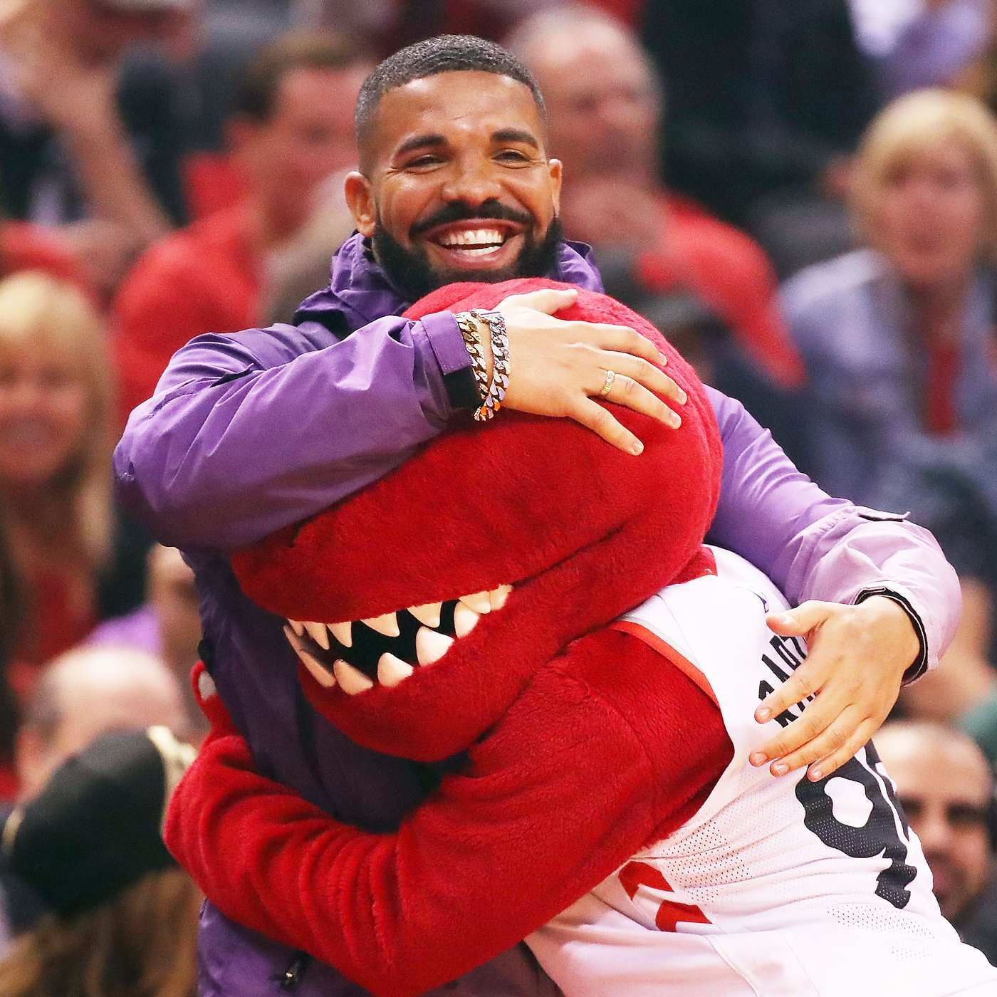 A Timeline of Drake Being Ridiculous During the NBA
