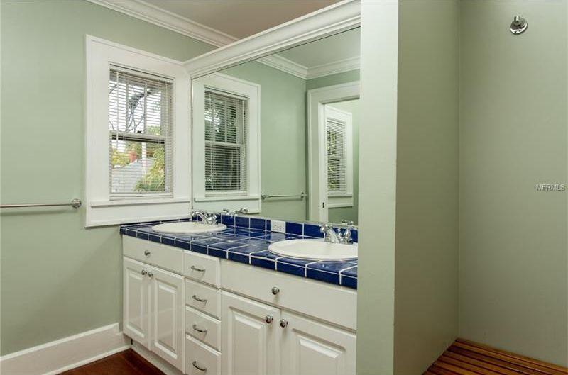 Traditional Full Bathroom with Farmington Drop-In Bathroom Sink with ...
