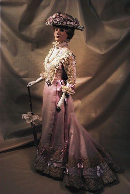 """Les Petite Dames"" doll wearing a 1900 Garden Party Dress."
