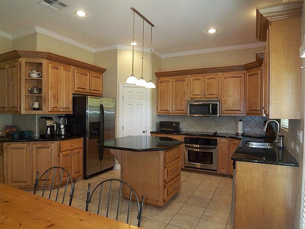 kitchen colors with light wood cabinets and granite