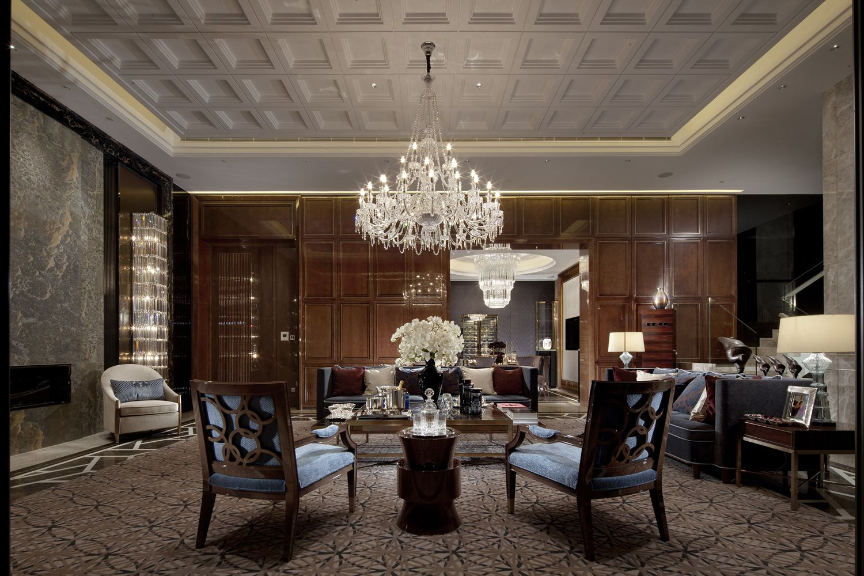 High gloss high contrast high drama interiors interior for Plafones clasicos