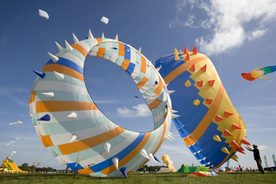 120711082032--Bristol International Festival of Kites and Air Creations heads to Ashton Court.jpg (960×640)