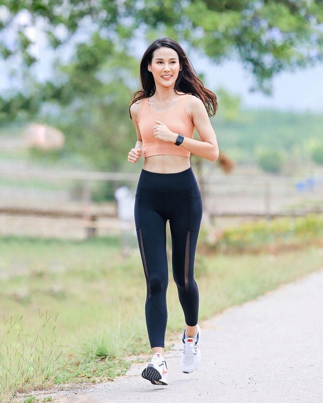 ไม่ชอบวิ่งหรอก โซน1 โซน2 ชอบวิ่งแถวโซนอาหาร ☺️🍣🥝🍉 #วิ่งไหนดี  #วิ่งที่เขาชะเมา #beaverrunkhaochamaohalfmarathon2019 #Run…    ชุดออกกำลังกาย, สไตล์แฟชั่น, นางแบบ