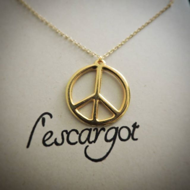 78a74c9bdf87 Collar Amor y Paz 🌈 en oro gold-filled. Mas información y pedido WhatsApp