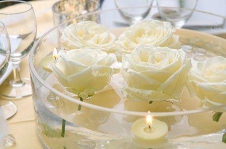 Decorations Avec Bougies Flottantes Centre De Table Fleurs Bougie Flottante Fleurs Immergees