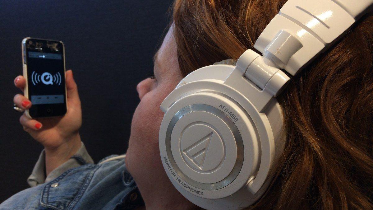 Podcastit ovat nousussa nyt myös Suomessa. Mitä podcastit ovat ja mistä kuuntelun voi aloittaa? Lue kuunteluvinkit täältä!