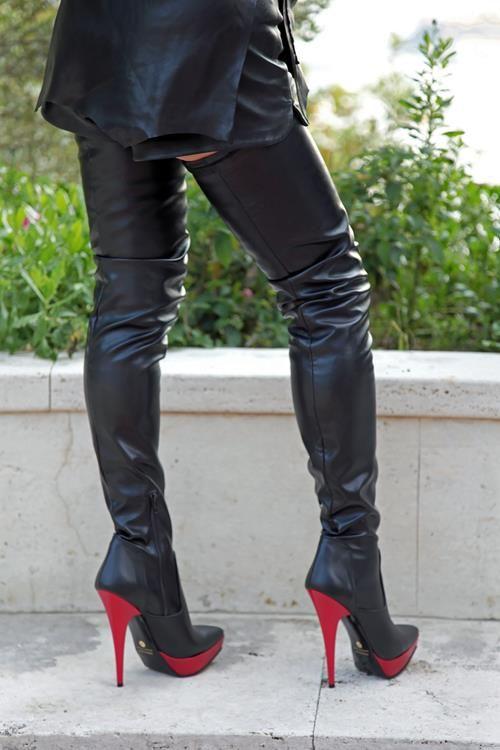 41e8b211dc9764 Zweifarbiger extralanger High-Heel Overknee Stiefel mit Plateau. Absatz und  Plateau in rot. Eigene Kollektion - Miceli-Made in Italy Absatz  Roter High  Heel ...