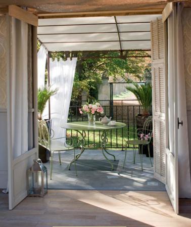 Terrasse En Prolongement Salon Auvent En Voilage Jardin