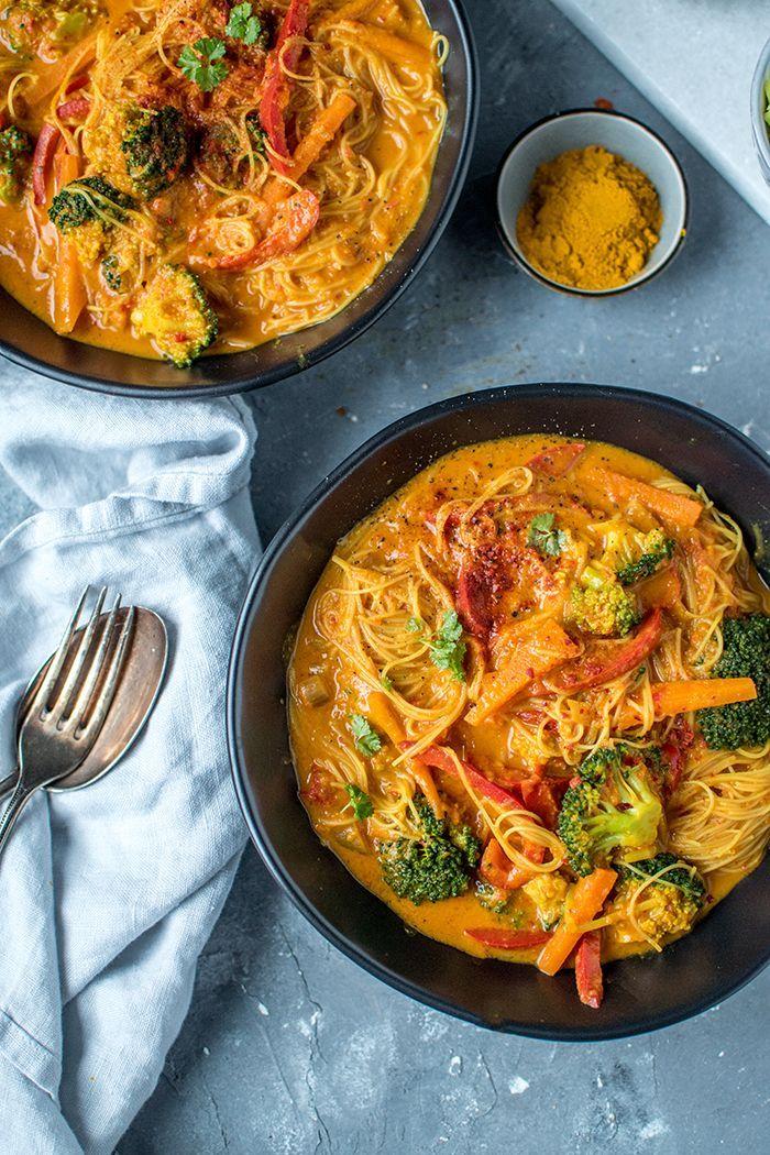 Curry-Reisnudelsuppe: Ein bisschen Farbe auf dem Suppenteller #indianfood
