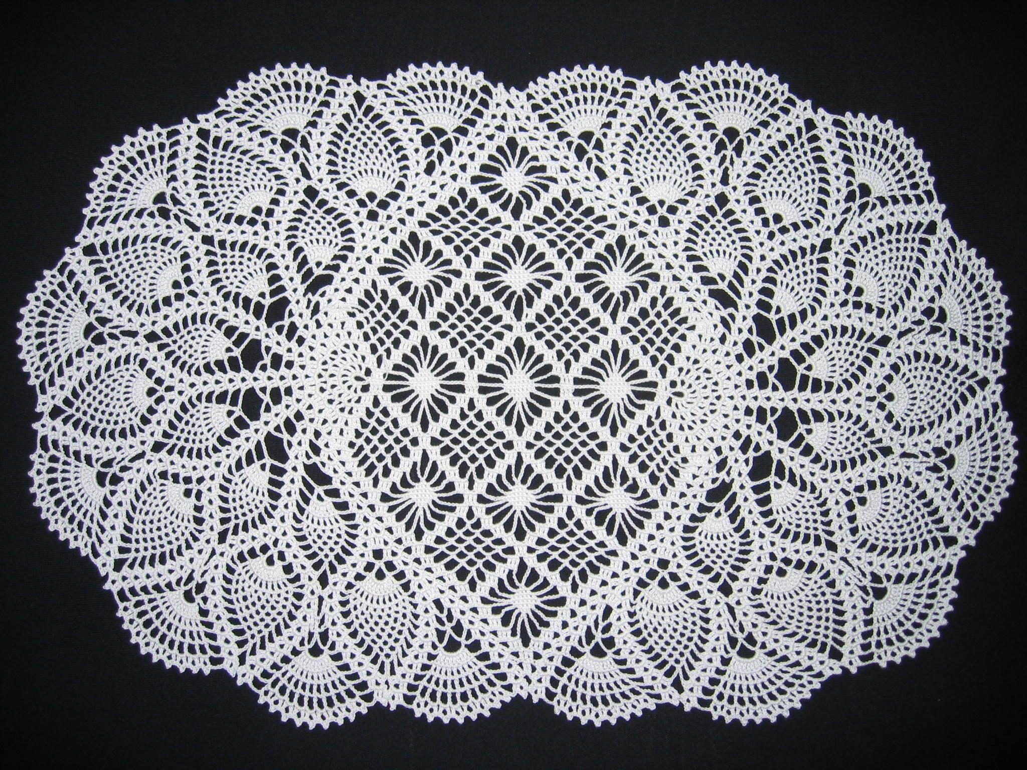 Oval crochet pineapple doily   Round crochet tablecloth   Pinterest ...