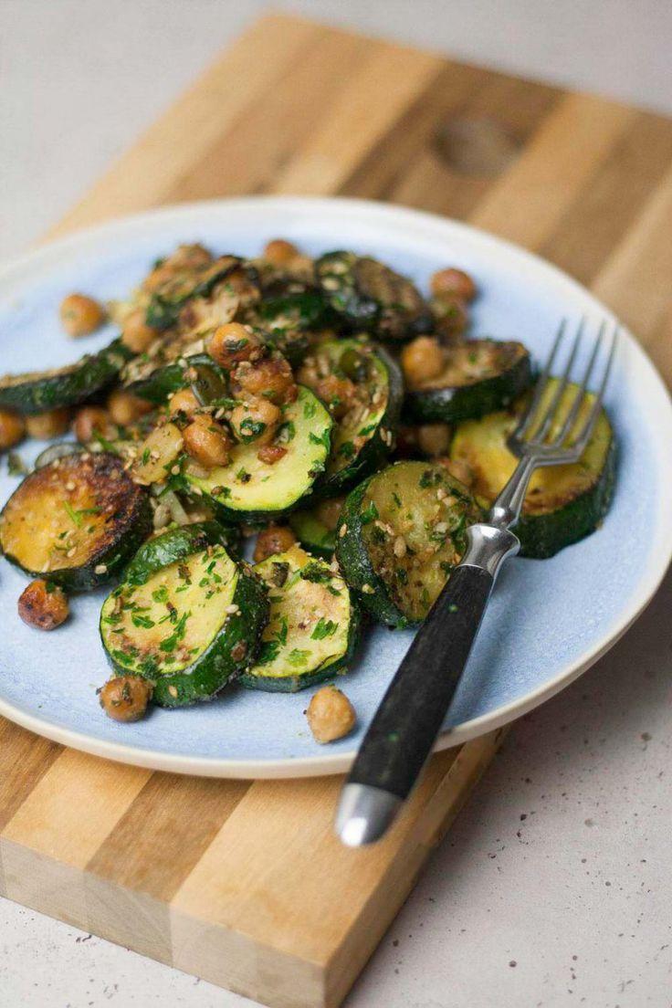 Schnelle Zucchini-Pfanne - vegan, gf, low carb - in 15 Minuten, 5 Zutaten