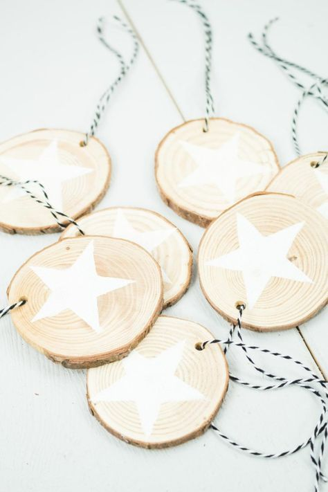 DIY Holzscheiben Anhänger basteln - schöner Christbaumschmuck