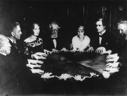 Old Black and White spooky | darkness, occult, scary, vintage - image #175308 on Favim.com